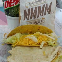 Photo taken at Taco Bell by Mariana C. on 2/14/2015
