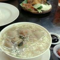 Photo taken at Restoran Ayam Penyet Jawa by Ann F. on 4/10/2013