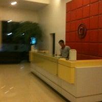 Photo taken at Amaris Hotel Cihampelas by Martin A. on 6/14/2013