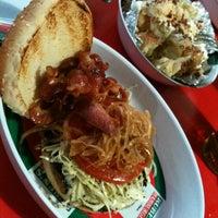 Das Foto wurde bei Ruben's Hamburgers von Marvin M. am 2/12/2013 aufgenommen