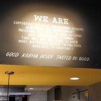 Das Foto wurde bei Hopdoddy Burger Bar von Nitesh R. am 3/2/2018 aufgenommen
