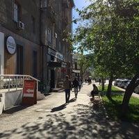 Das Foto wurde bei Pitchii Coffee & Wine von Slava S. am 5/25/2017 aufgenommen