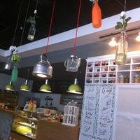 Снимок сделан в Bisquitte пользователем menekşe 9/22/2012