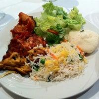 Das Foto wurde bei Bombay's Indian Restaurant von Master M. am 12/29/2012 aufgenommen