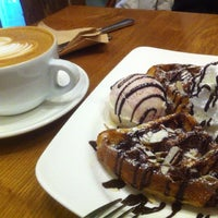 Photo taken at daily coffee 121 by Bo yoon J. on 2/9/2013