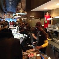 Das Foto wurde bei The Hummus & Pita Co von William R. am 11/21/2013 aufgenommen