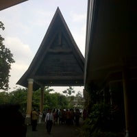 Photo taken at Gedung Mulia & Raja by Ĝatrök Ádelmar on 11/16/2012