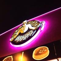10/9/2014 tarihinde Lee M.ziyaretçi tarafından Voodoo Doughnut Mile High'de çekilen fotoğraf