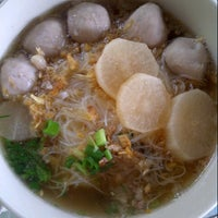 Photo taken at คนกินเส้น กินแล้วรวย by Knon K. on 1/3/2013