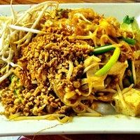 รูปภาพถ่ายที่ Khun Dom โดย PnK E. เมื่อ 9/16/2012