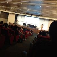 Foto tirada no(a) Auditorium BINUS University por Devina R. em 10/5/2012