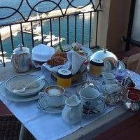 Foto scattata a Grand Hotel Excelsior Vittoria da Anna A. il 10/8/2012