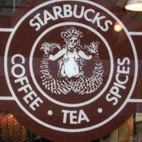 2/7/2013 tarihinde Meriç K.ziyaretçi tarafından Starbucks'de çekilen fotoğraf