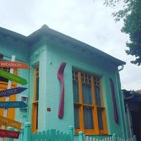Foto tomada en Büyükada Bistro Candy Garden por Selin G. el 7/20/2016