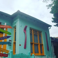 Photo prise au Büyükada Bistro Candy Garden par Selin G. le7/20/2016