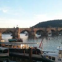 7/19/2013 tarihinde Татьяна П.ziyaretçi tarafından Karl Köprüsü'de çekilen fotoğraf