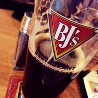 Photo prise au BJ's Restaurant and Brewhouse par Cameron M. le4/20/2014