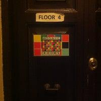 Foto scattata a Mosaic Hostel da Yucel F. il 2/24/2013