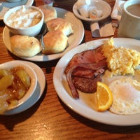 Photo taken at Cracker Barrel Old Country Store by Amy P. on 7/13/2013