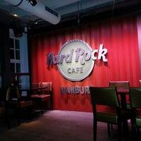Das Foto wurde bei Hard Rock Cafe von Vesna R. am 2/15/2013 aufgenommen