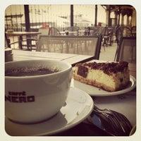 3/7/2013 tarihinde Caner B.ziyaretçi tarafından Caffè Nero'de çekilen fotoğraf