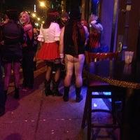 11/1/2012 tarihinde Carrie G.ziyaretçi tarafından Reno's Chop Shop'de çekilen fotoğraf