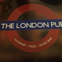 Foto tirada no(a) The London Pub por henrique s. em 4/19/2015