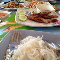 Photo taken at ส้มตำ ร้านส้มตำเจ๊ไหม by Pukkanan T. on 1/15/2014