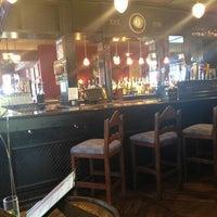 7/20/2013 tarihinde Kirstin R.ziyaretçi tarafından Claddagh Irish Pub'de çekilen fotoğraf