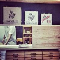 Foto tirada no(a) Presto Pizza Baixa por Tae C. em 2/13/2013
