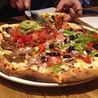 Foto tomada en California Pizza Kitchen por Eduardo P. el 10/9/2013