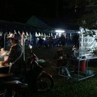 Photo taken at Wat Tha Maprang by ผู้ชายคนนี้ ไ. on 10/18/2012