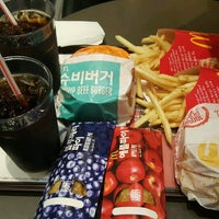Photo taken at McDonald's by Lee J. on 11/4/2016