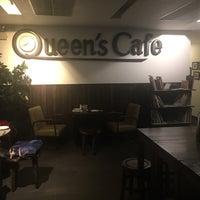 Foto scattata a Queen's Café da Shirley S. il 3/13/2017