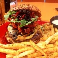 Foto tomada en The Burger Laboratory por Daniela G. el 10/14/2012