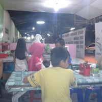 Photo taken at Ikan bakar cak hartono by Artha A. on 3/15/2013