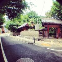 Photo taken at 善光寺坂 by まさ・なち X. on 5/28/2013