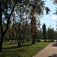 Photo taken at Парковая аллея на Космонавтов 53-94 by Александра on 9/11/2014
