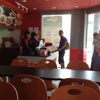 Photo taken at Pizza Hut Raub by Jonathan J. on 8/15/2013