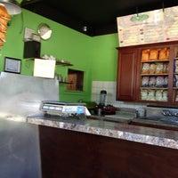 Снимок сделан в Eternity Juice Bar пользователем JL J. 8/27/2012