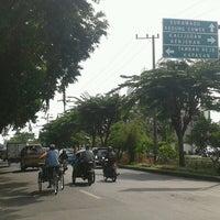 Photo taken at Perempatan Kedung Cowek by Fi Hwang Tanangto 陳. on 6/5/2013