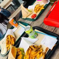 Foto tomada en Burger 'n Shake por Elif A. el 3/12/2018