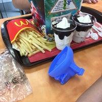 Photo taken at McDonald's by Renata B. on 4/11/2017