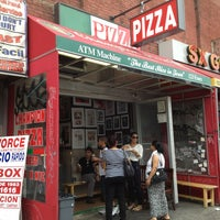 รูปภาพถ่ายที่ Champion Pizza โดย Eric W. เมื่อ 8/19/2013