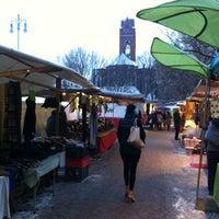 Foto tirada no(a) Wochenmarkt Winterfeldtplatz por Patricio H. em 12/8/2012