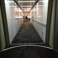 Foto tomada en Terminal 1 por Kristian G. el 6/30/2013