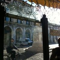 Foto diambil di Café Aquarium oleh Laura pada 12/9/2012