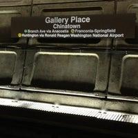 10/20/2012 tarihinde Regi W.ziyaretçi tarafından Gallery Place - Chinatown Metro Station'de çekilen fotoğraf