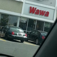 Foto tirada no(a) Wawa por Ashley E. em 4/23/2013