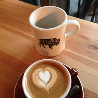 Photo prise au Stumptown Coffee Roasters par Brett D. le11/11/2013